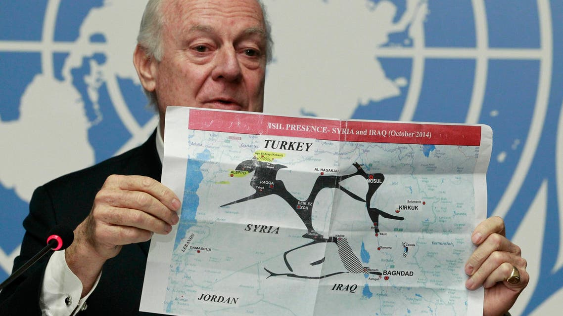 Staffan de Mistura holds a map showing ISIL presence in Iraq and Syria during a news conference at the Palais des Nations in Geneva, Jan. 15, 2015. (Reuters)