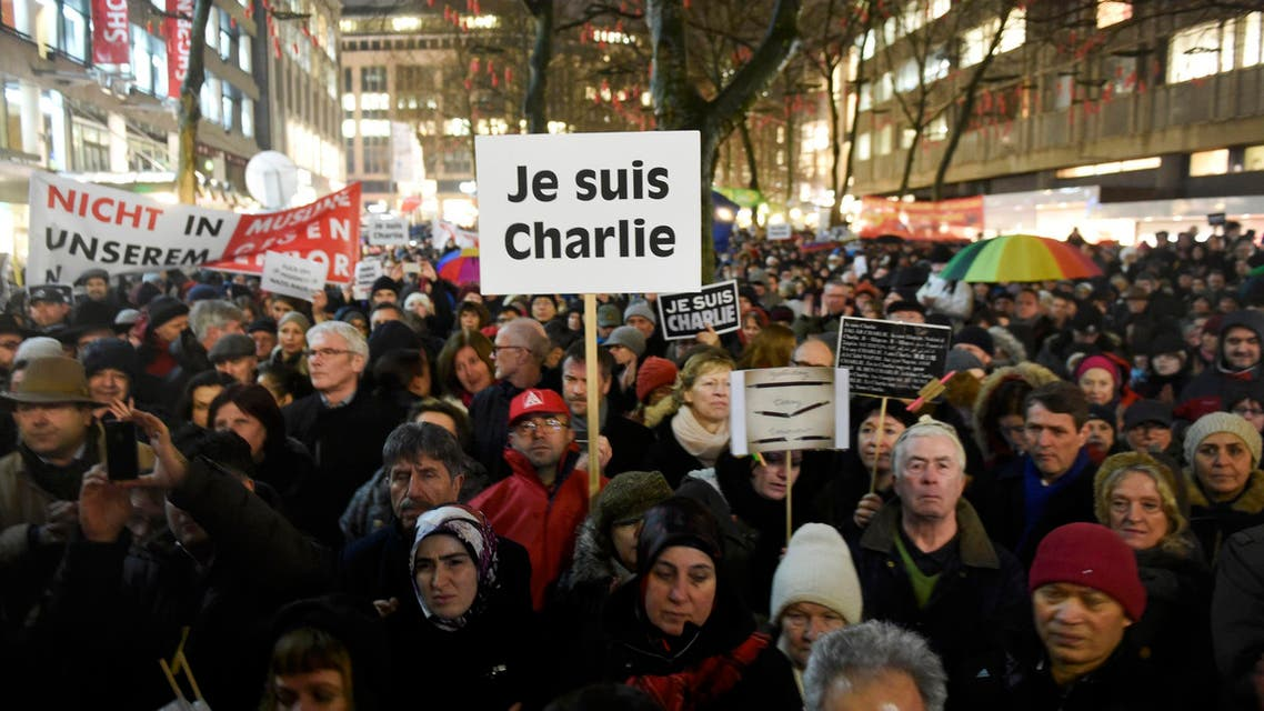 A protester holds a placard reading Je Suis Charlie during a demonstration for freedom of opinon and press in Hamburg, January 12, 2015. (Reuters)