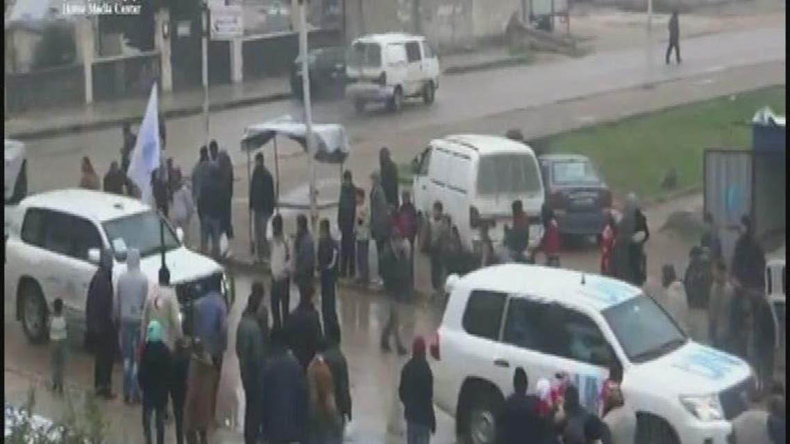 THUMBNAIL_ المساعدات تدخل حي الوعر بعد وقف اطلاق النار