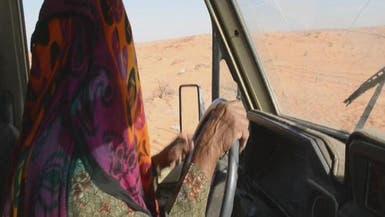 فيديو لمسنة سعودية وهي تقود السيارات في الصحراء