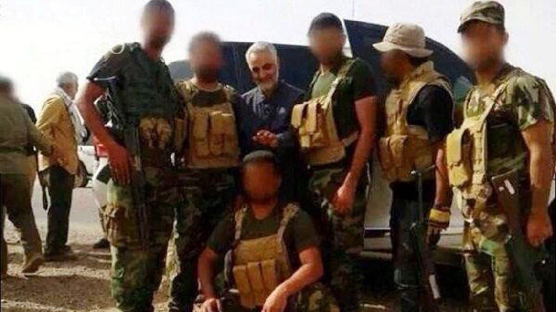 قاسم سليماني مع مقاتلين عراقيين من ميليشيات الحشد الشعبي الشيعية