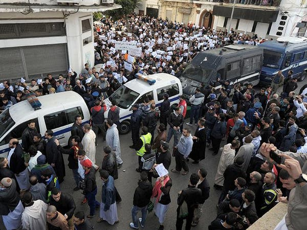 الجزائر..اشتباكات بين الشرطة ومحتجين ضد شارلي إيبدو