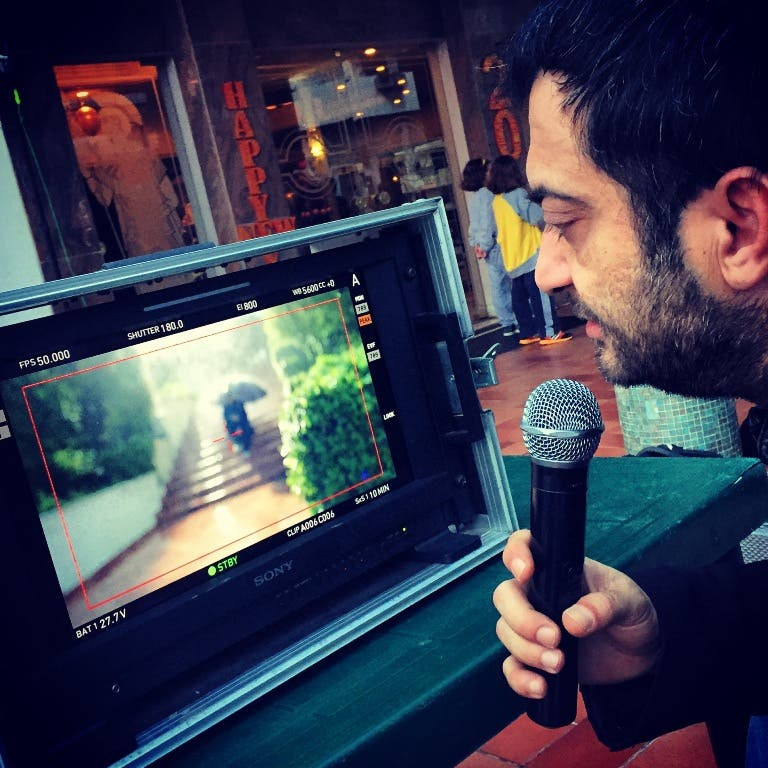المخرج ناصر فقيه خلال التصوير
