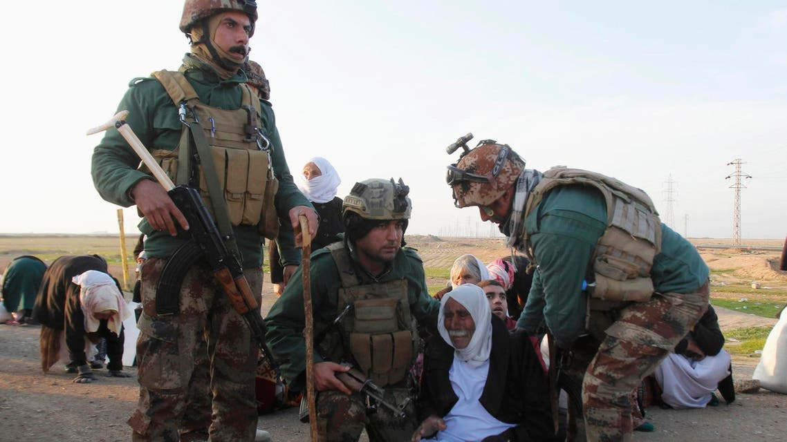 Kurdish security forces help people from the minority Yazidi sect, on the outskirts of Kirkuk January 17, 2015. (Reuters)
