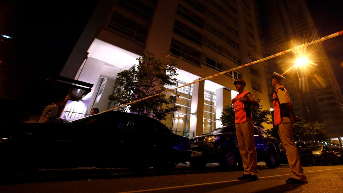 Members of the coast guard guard the entrance of an apartment building, the home of Argentine prosecutor Alberto Nisman, in Buenos Aires January 19, 2015. (Reuters)