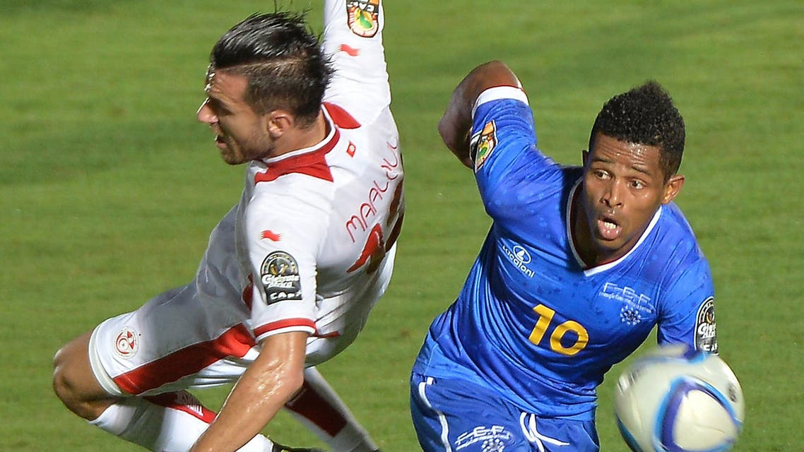 Tunisia's defender Ali Maaloul (L) challenges Cap Verde's forward Heldon during the 2015 African Cup of Nations group B football match between Tunisia and Cape Verde in Ebebiyin on Jan. 18, 2015. (AFP)