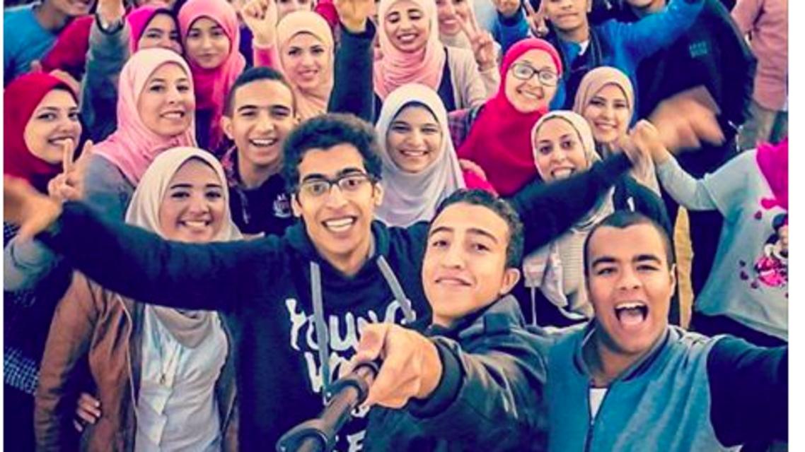 Egyptians try for biggest selfie ever (Instagram)