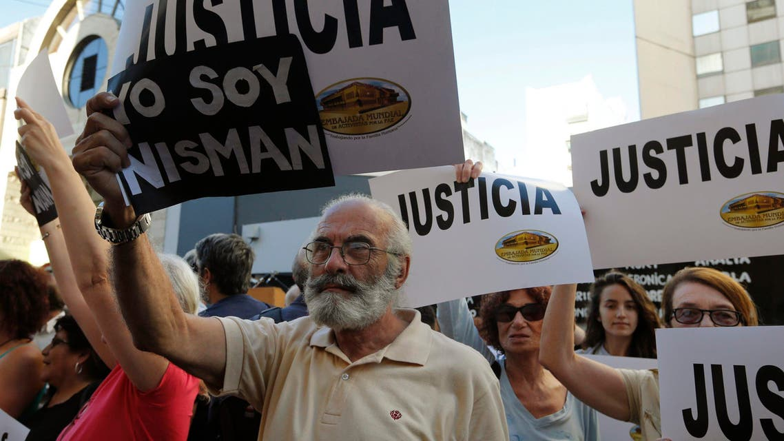 """People holding signs that read """"Justice"""" and """"I am Nisman"""" gather outside the Jewish community centre AMIA to demand justice and a full investigation over the death of Argentine prosecutor Alberto Nisman, in Buenos Aires January 21, 2015. Reuters"""