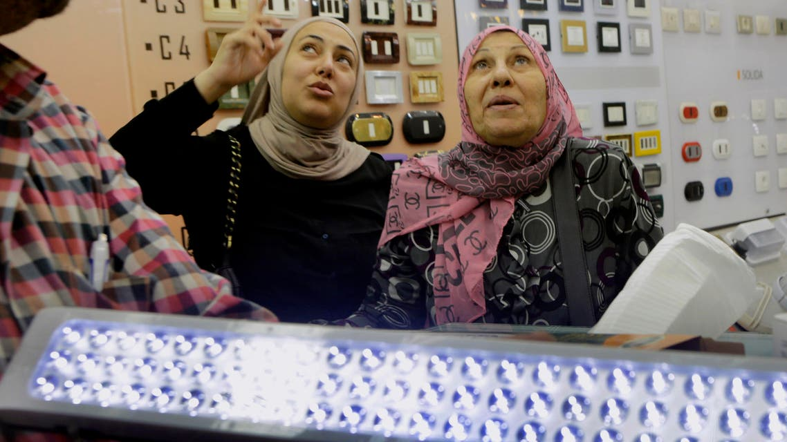 In this April 30, 2014 photo, Egyptians buy rechargeable LED lamp at a shop in Cairo, Egypt. (File photo: AP)