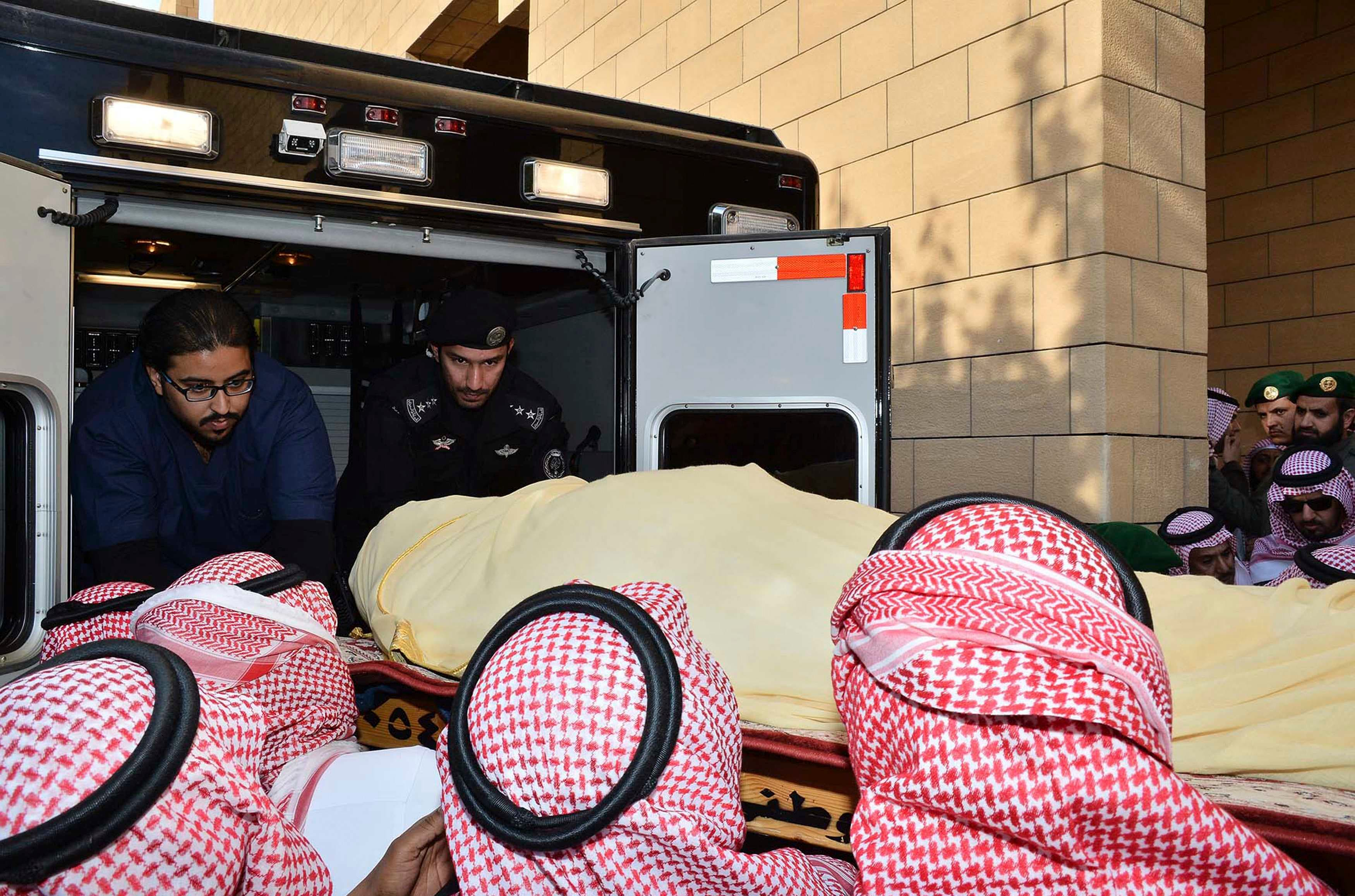 The body of Saudi King Abdullah is carried during his funeral at Imam Turki Bin Abdullah Grand Mosque in Riyadh Jan. 23, 2015. (Reuters)