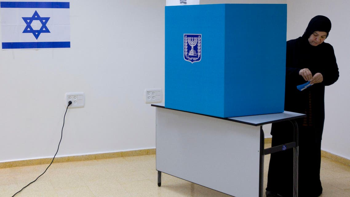 An Arab Israeli woman casts her vote during legislative elections in the town of Tira, central Israel,Tuesday, Jan. 22, 2013. (File photo: AP)