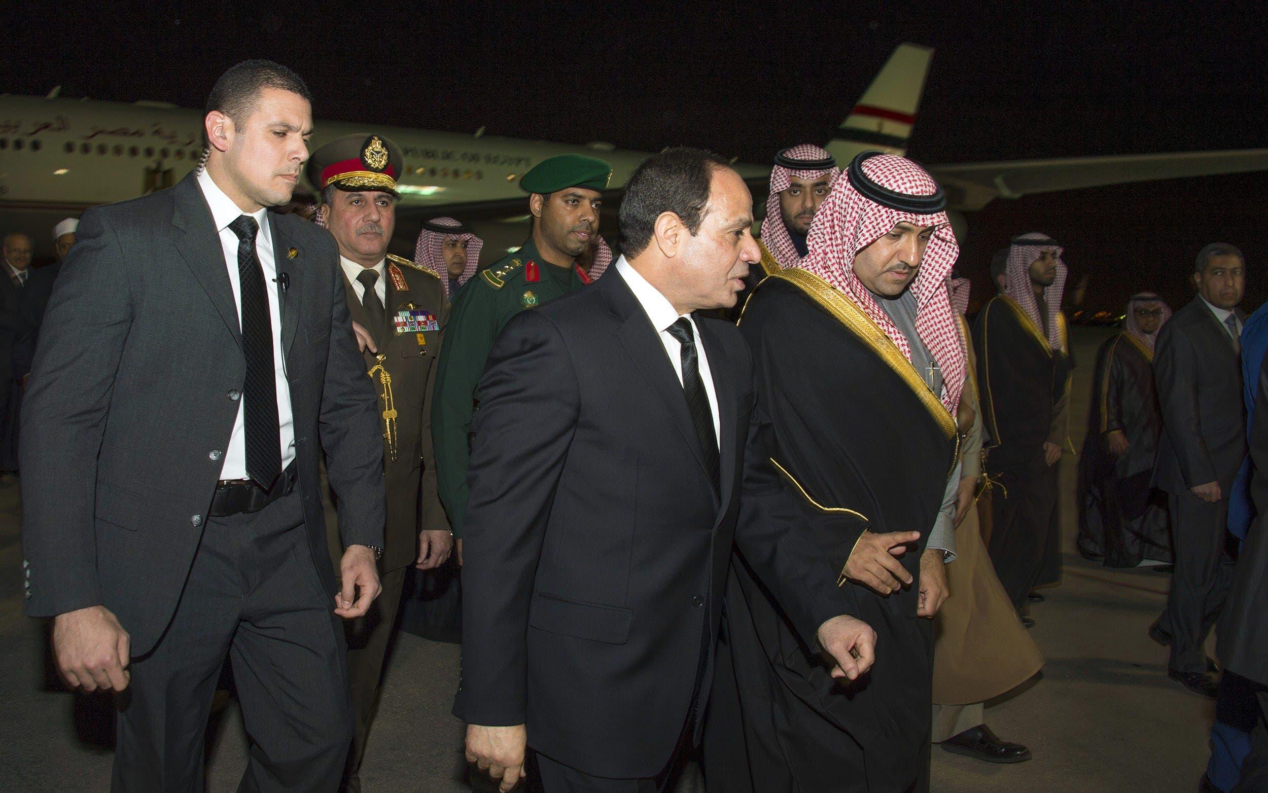 Saudi Prince and Emir of Riyadh Turki bin Abdullah bin Abdelaziz (R) welcoming Egyptian President Abdel Fattah al-Sisi (C) upon his arrival in Riyadh to offer condolences after the death of King Abdullah. (AFP)