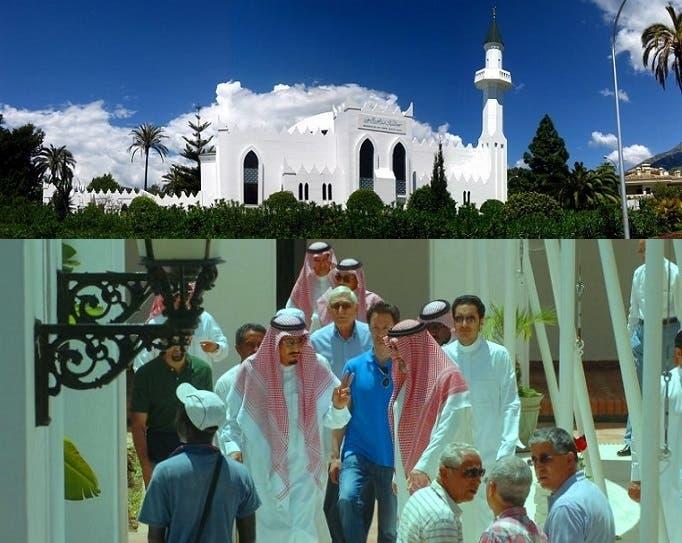 صورة قبل 5 أعوام للملك سلمان في باحة المسجد الذي يحمل اسم مؤسس المملكة العربية السعودية