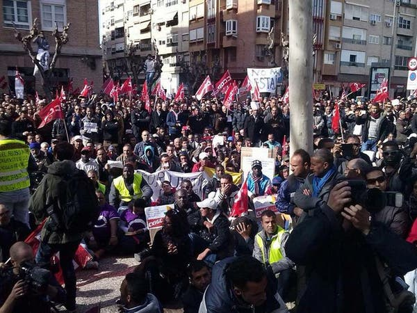 بالصور.. احتجاجات غاضبة لمهاجرين مغاربة جنوب إسبانيا