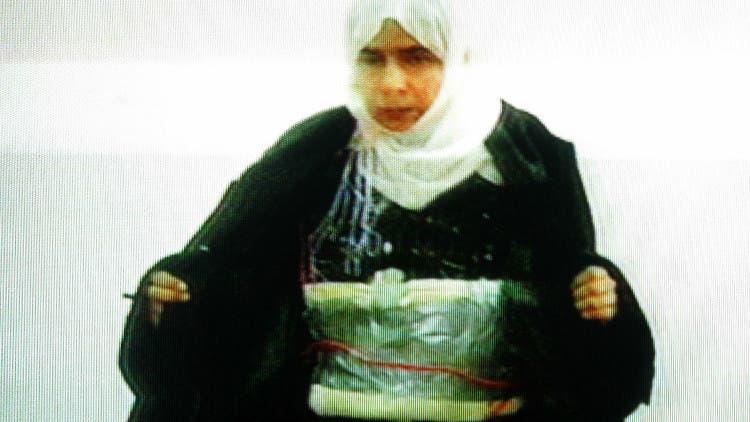 ساجده الریشاوی در حالی که کمربند انفجاری به خود بسته