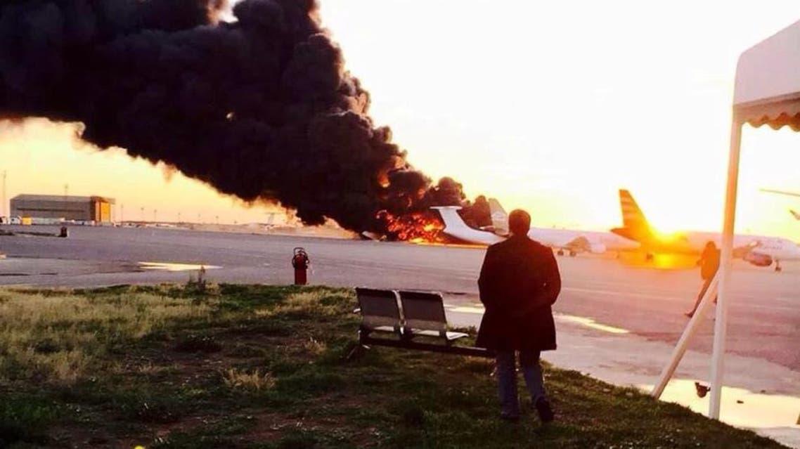 انفجار طائرة في مطار معيتيقة