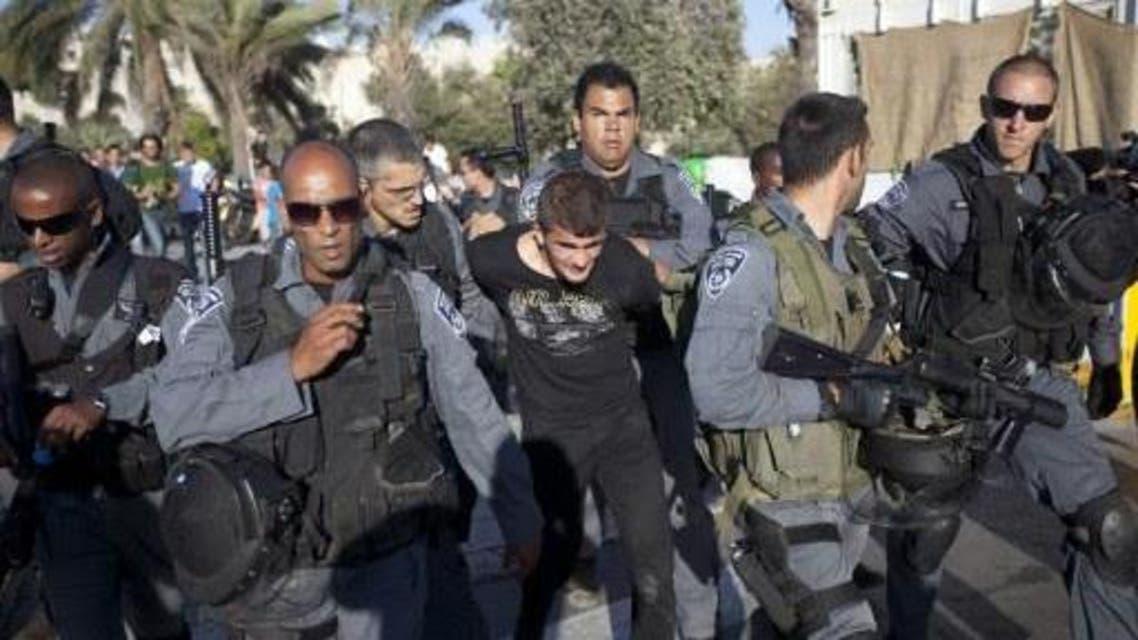 إسرائيل تعتقل الشباب الفلسطيني