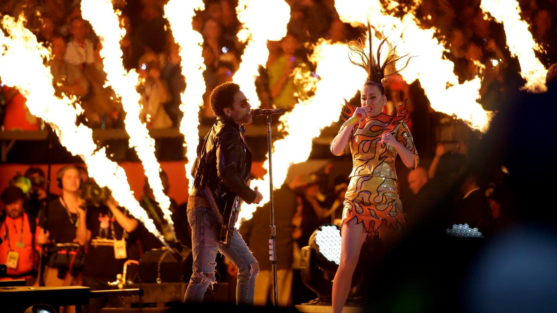 Katy Perry, right, and Lenny Kravitz perform during halftime of NFL Super Bowl XLIX football game Sunday, Feb. 1, 2015, in Glendale, Ariz. (AP)