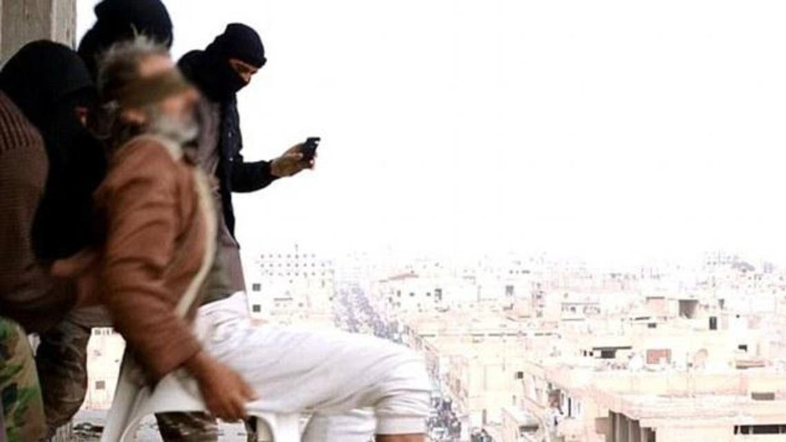 ISIS militants execute man in Syria (Daily Mail)