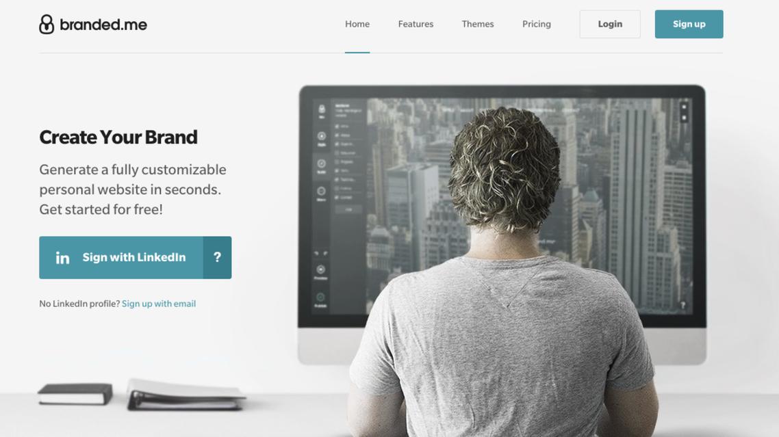 """أداة لإنشاء موقع مجاني باستخدام حساب """"لينكد إن"""""""