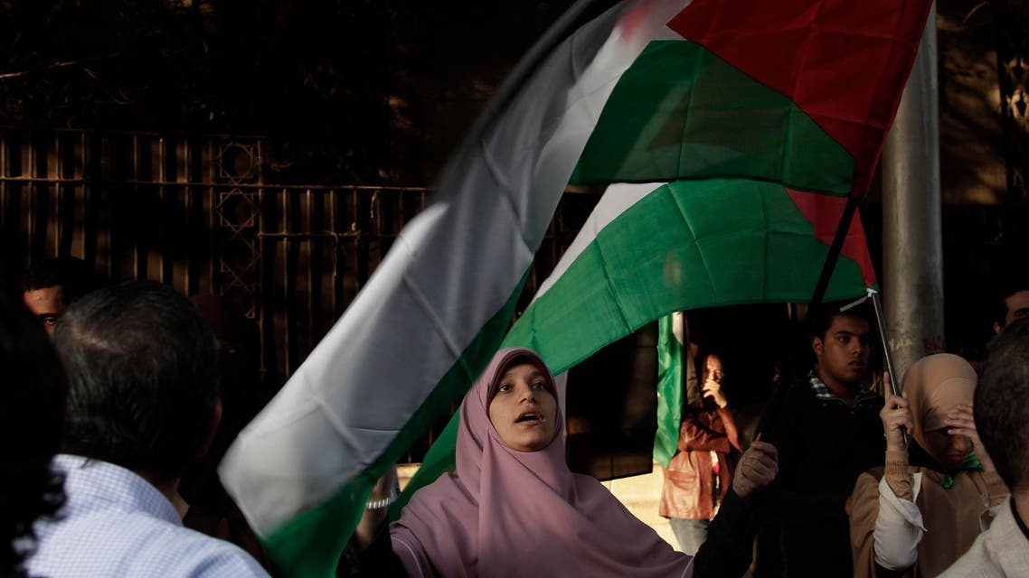 A Egyptian woman waves the Palestinian flag during a protest in solidarity with Gaza after Israel launched its operation on Wednesday with the assassination of Hamas' top military commander in Cairo, Egypt, Thursday, Nov. 15, 2012. (File photo: AP)