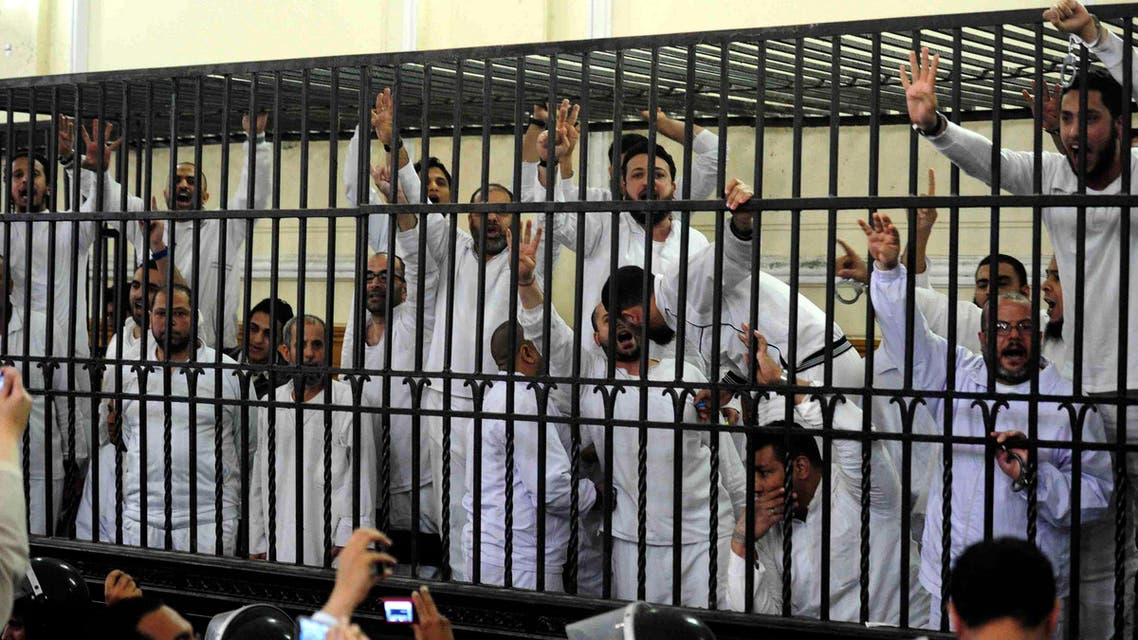 Supporters of the Muslim Brotherhood and ousted President Mohamed Morsi, standing trial on charges of violence that broke out in August 2013, react after two fellow supporters were sentenced to death, in a court in Alexandria, March 29, 2014. Photo: REUTERS