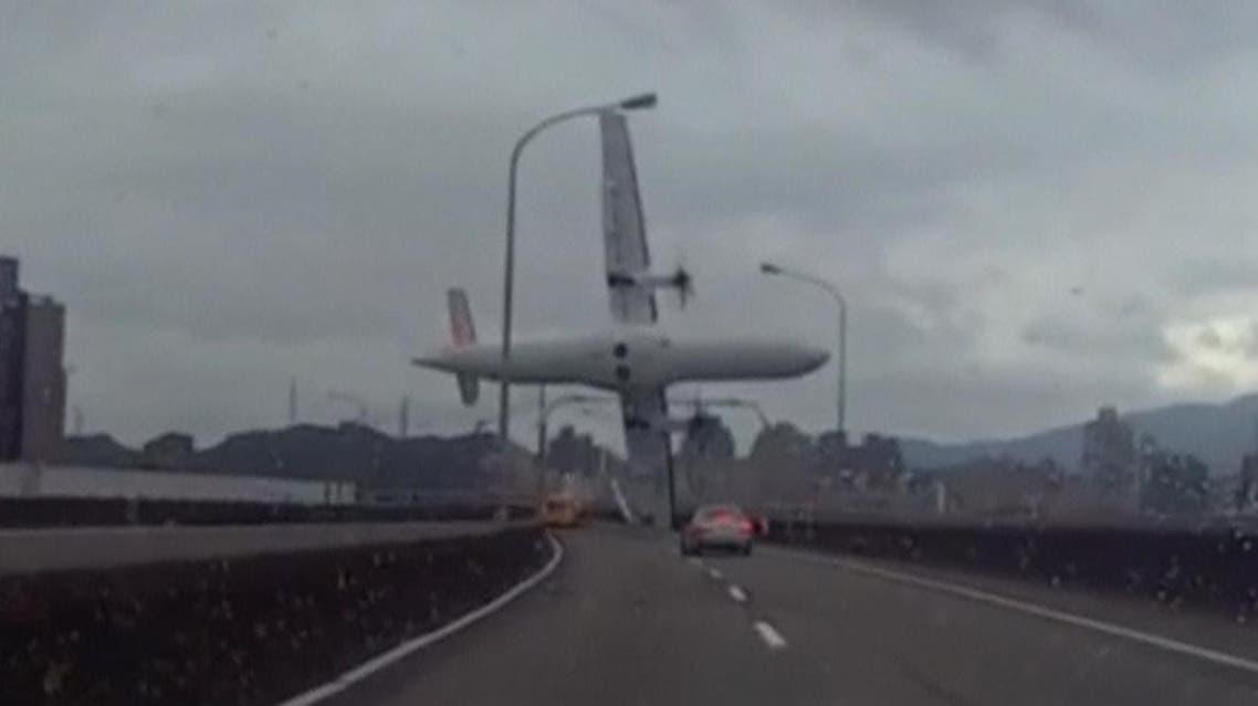 Taiwan plane crash death toll raises (Reuters)