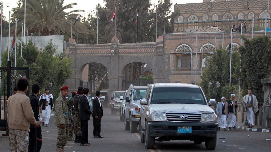 Yemeni soldiers guard the presidential palace in the capital Sanaa on Feb. 6, 2015. (AFP)