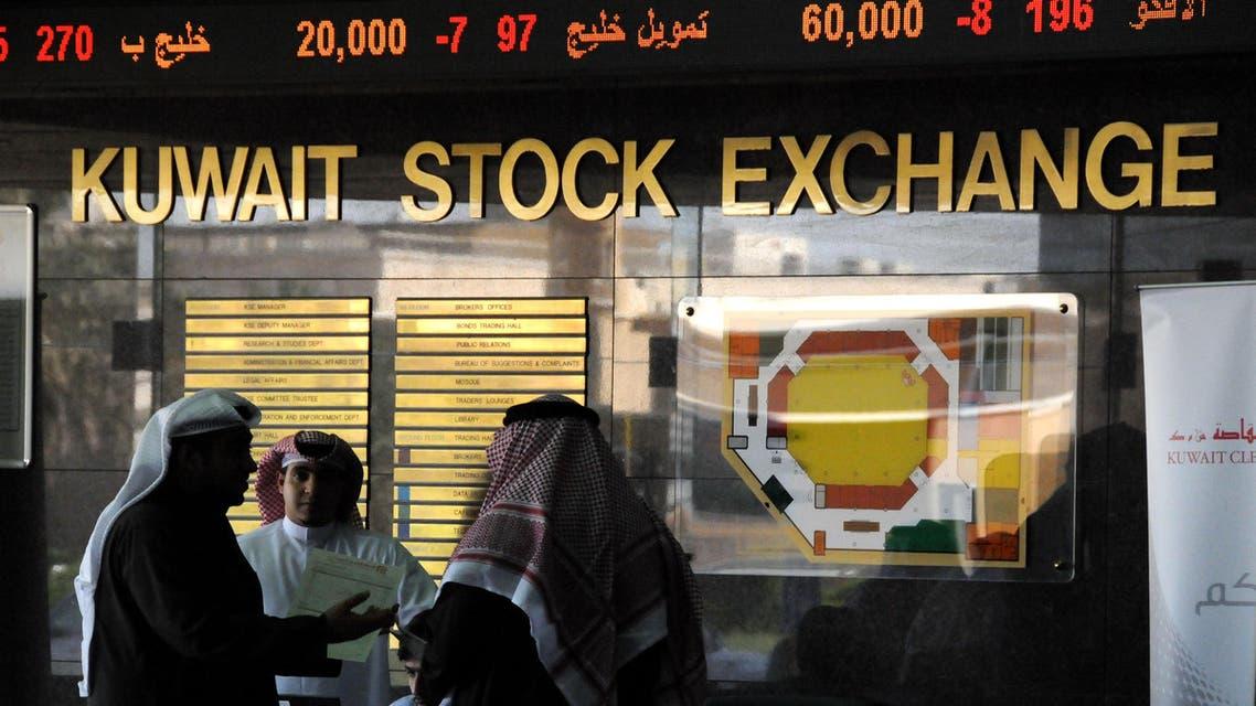 Kuwaiti investors following the Kuwait Stock Exchange Tuesday, Dec. 1, 2009. (File photo: AP)