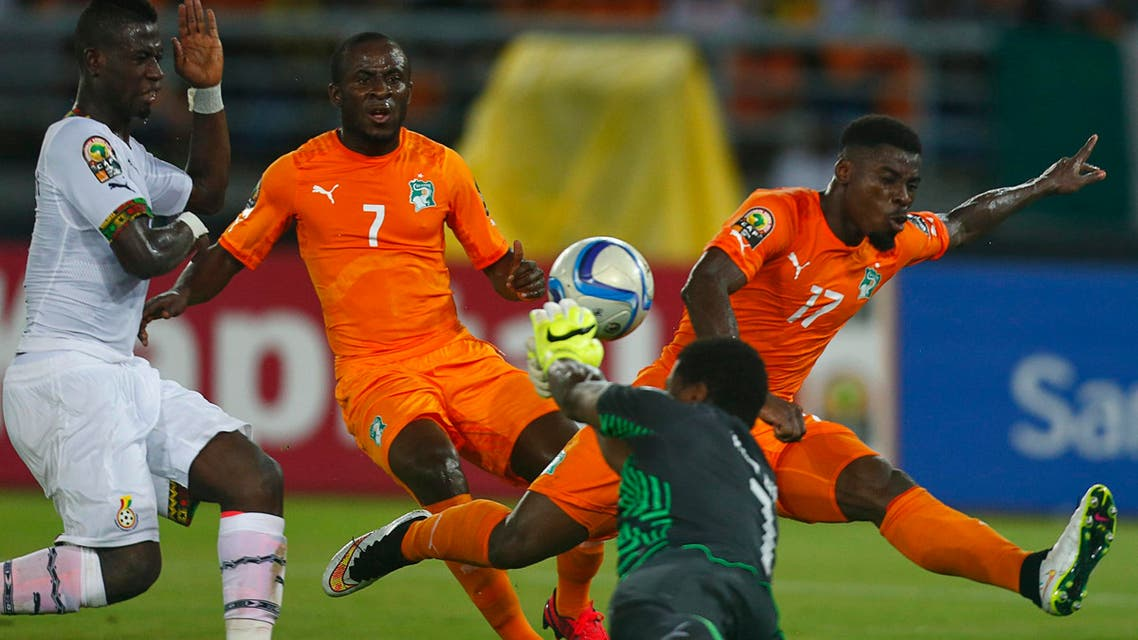 Ghana's goalkeeper Brimah Razak saves the ball against Ivory Coast's Serge Aurier (R) and Seydou Doumbia (C) during the African Nations Cup final soccer match in Bata, February 8, 2015.  (Reuters)