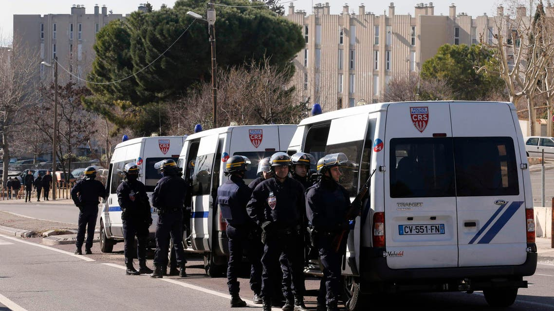 French CRS riot police officers secure the access to the Castellane housing area in Marseille, Feb. 9, 2015. (AFP)