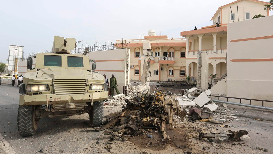Somali government forces drive their armoured personnel carrier (APC) at the scene of a suicide car explosion in front of the SYL hotel in the capital Mogadishu January 22, 2015. (File photo: Reuters)