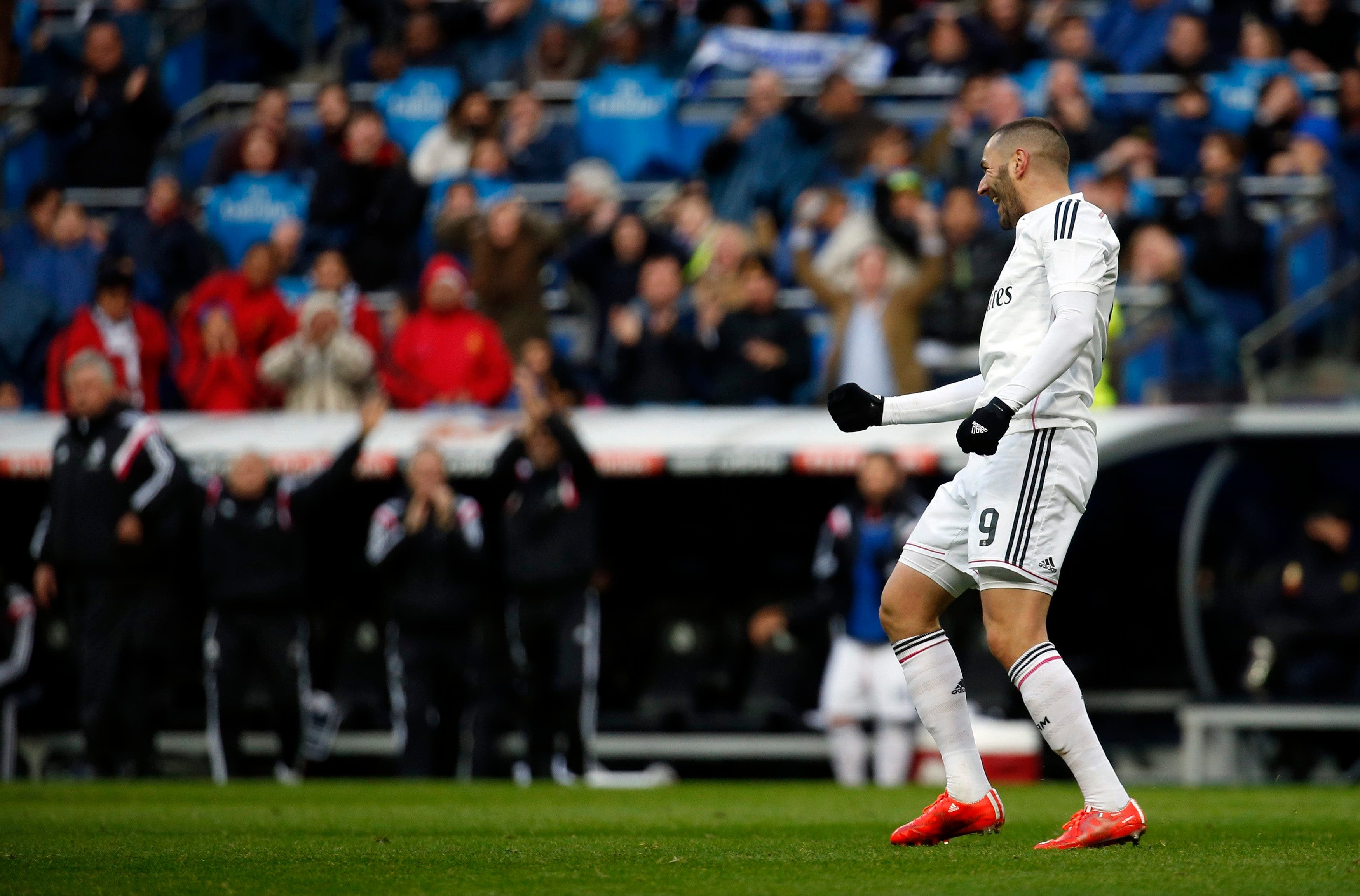 Real Madrid's Karim Benzema celebrates his goal against Real Sociedad during their Spanish first division soccer match at Santiago Bernabeu stadium in Madrid, Jan. 31, 2015.  (Reuters)