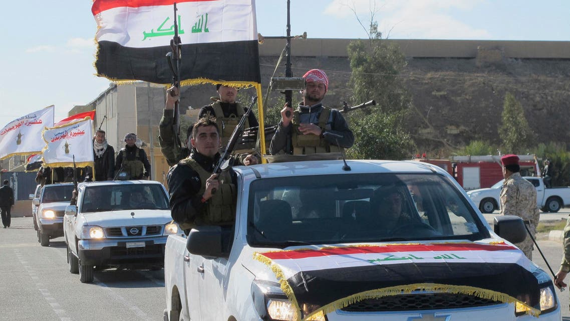 متطوعون من عشائر الأنبار يتحضرون للقتال إلى جانب القوات الأمنية
