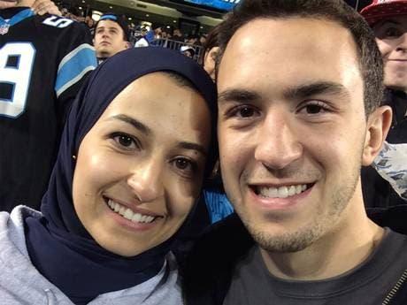 ضياء بركات وزوجته يسر أبو صالحة