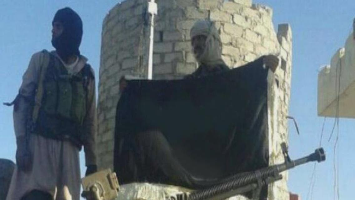 THUMBNAIL_ القاعدة تسيطر على معسكر للجيش اليمني في شبوة