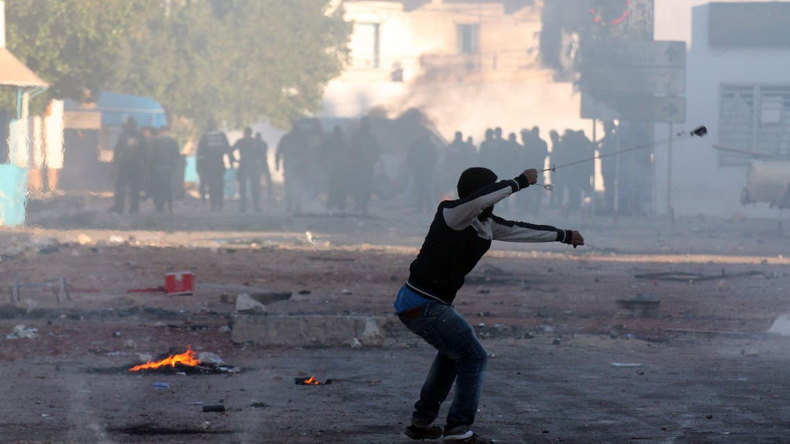 A Tunisian resident of the southeastern town of Ben Guerdane uses a sling shot to throw stones towards riot police on Feb. 10, 2015. (AFP)