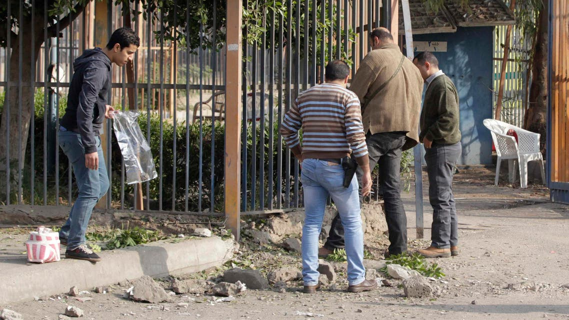 Egyptian security officials inspect the site of a bomb blast near the Alf Maskan district of Cairo, January 25, 2015. (File photo: Reuters)