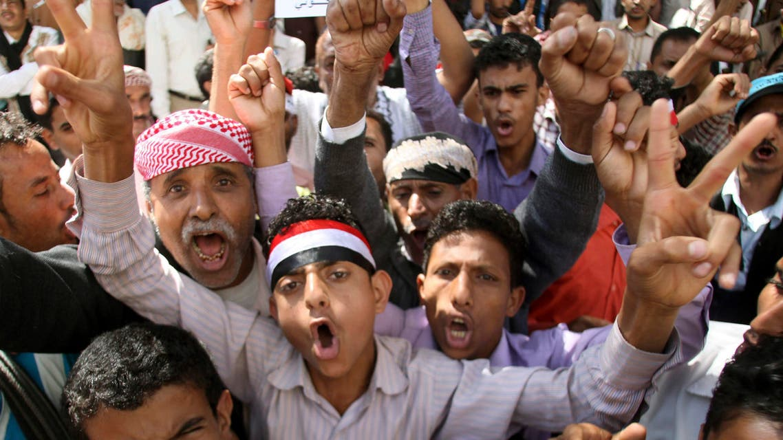 Anti-Houthi protesters shout slogans during a demonstration against the Shi'ite Muslim militia group in the southwestern city of Taiz February 14, 2015. REUTERS