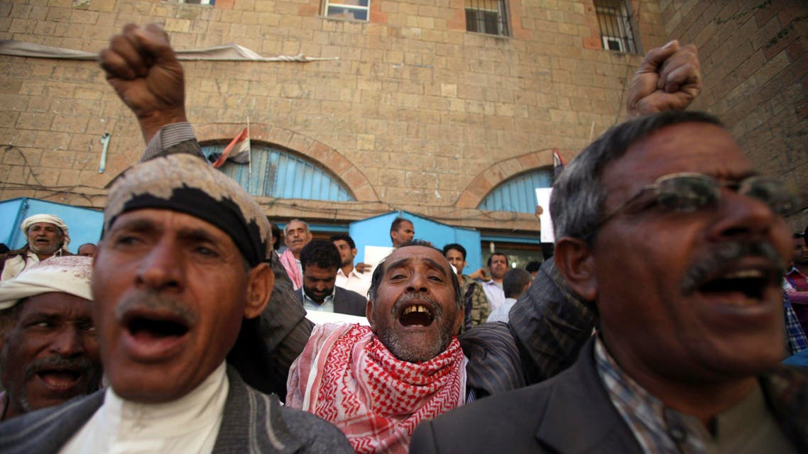 Anti-Houthi protesters shout slogans against the dissolution of Yemen's parliament and the takeover by the armed Shiite Muslim Houthi group, during a rally in the southwestern city of Taiz, February 10, 2015. (Reuters)