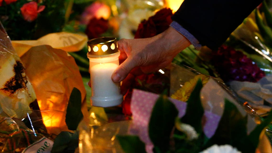 A man holds a candle at a memorial for the victims of the deadly attacks in front of the synagogue in Krystalgade in Copenhagen, February 15, 2015. (Reuters)