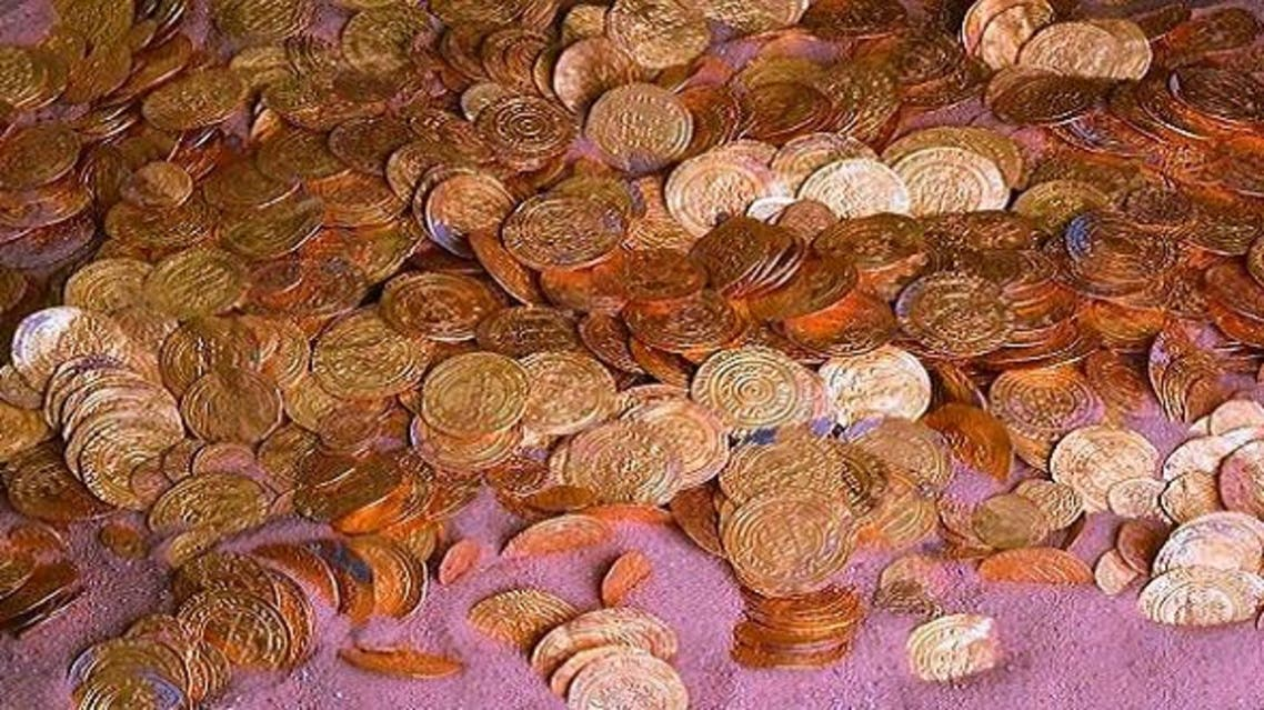 صورة حقيقية لبعض الدنانير التي تم العثور عليها