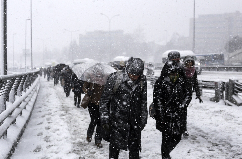 آثار العاصفة في اسطنبول
