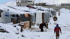 العاصفة الثلجية تجتاح خيام اللاجئين السوريين بلبنان