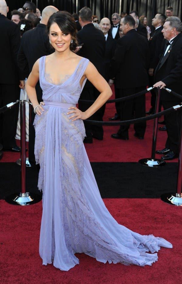 ميلا كونيس اختارت ثوباً بلون اللافندر من Elie Saab لحضور حفل أوسكار 2011