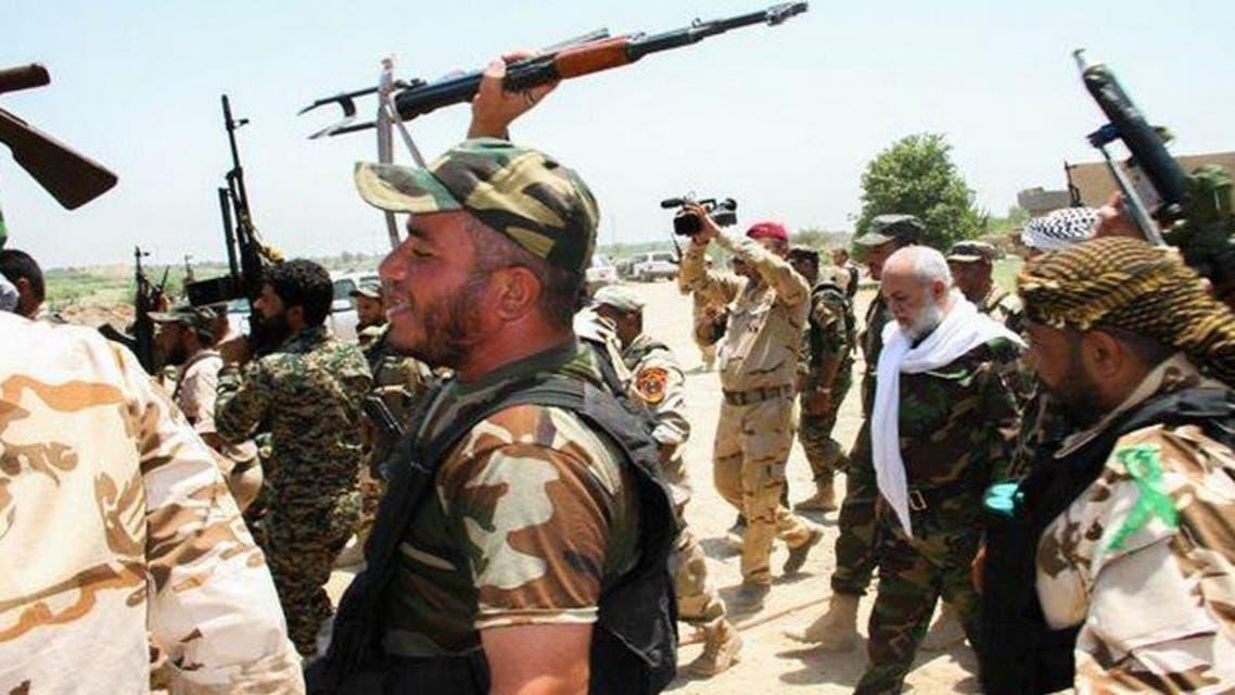 عناصر من الحشد الشعبي يحتفلون مع القوات العراقية بتحرير ديالى