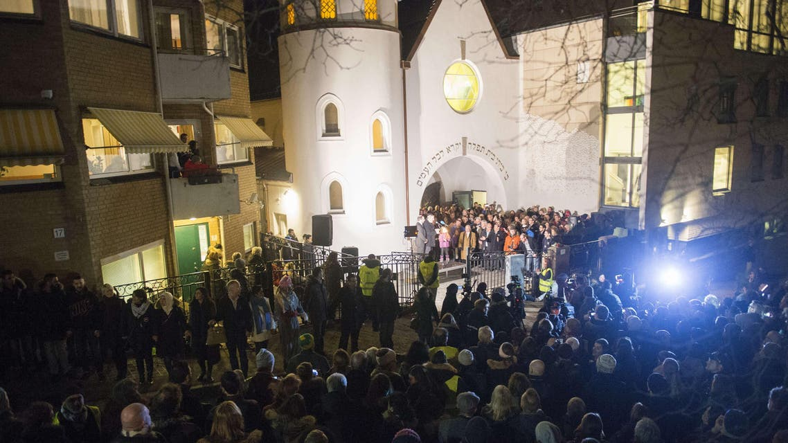 Norway's next peace vigil targets Oslo mosque (AFP)