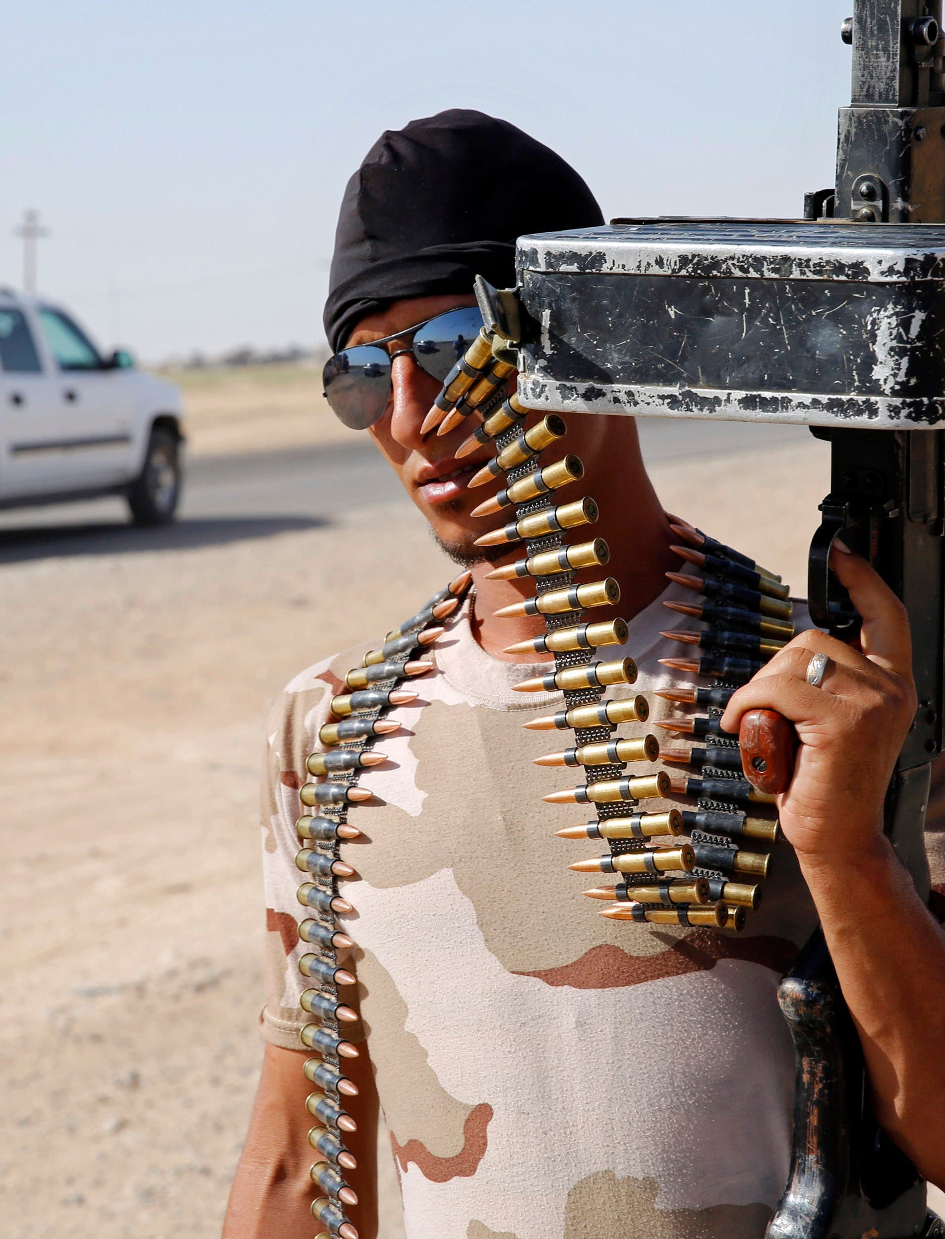 A fighter from the Shi'ite Badr Brigade militia holds his gun at a mobile checkpoint in Suleiman Beg, northern Iraq. (File photo: Reuters)
