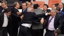 ترکی:پارلیمان کے اجلاس میں ارکان گتھم گتھا
