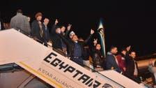 بالصور.. وصول 267 مصرياً إلى القاهرة هاربين من ليبيا